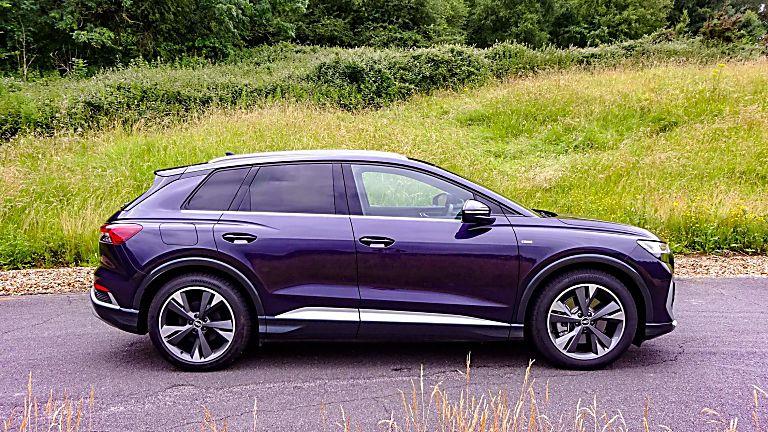 Review: Audi Q4 e-tron Side