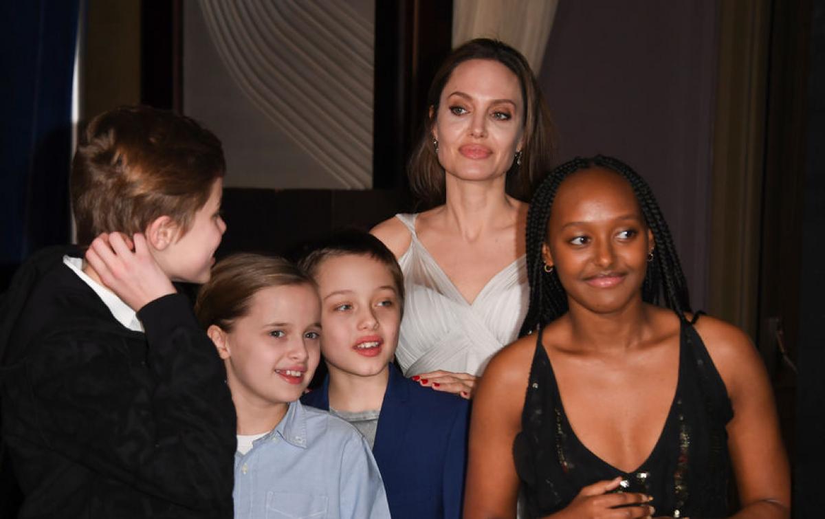 Анджелина Джоли впала в депрессию и хочет отдать детей Брэду Питту