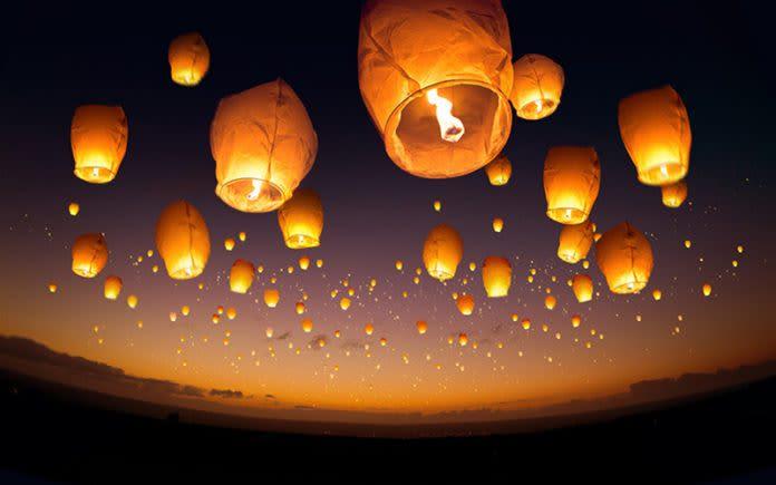 Un lâcher de lanternes peut donner une magie incroyable à votre mariage