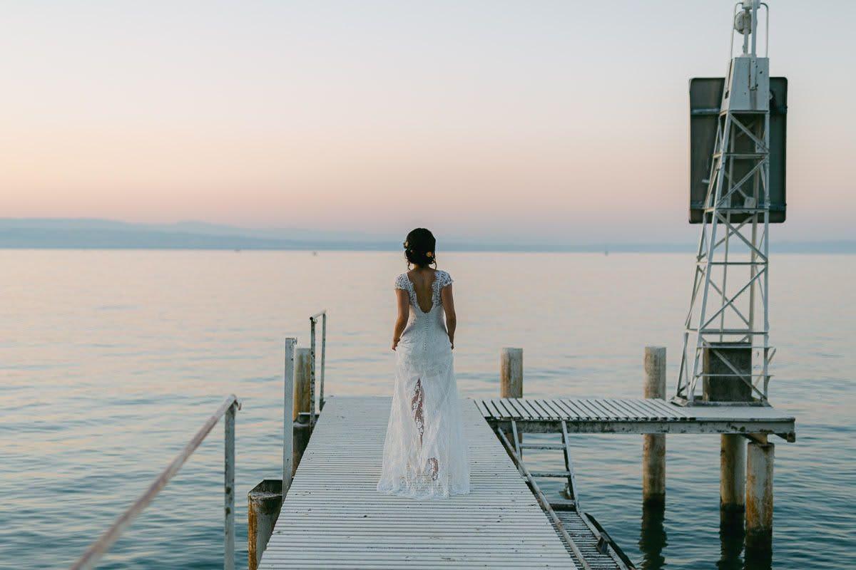 femme mariage robe ponton mer