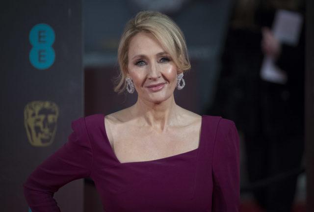 Выступления звезд «Гарри Поттера» против и признание в пережитом насилии: все о скандале с Джоан Роулинг