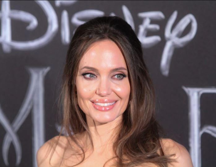 «Я перестала жить мечтами»: Анджелина Джоли дала советы родителям в период пандемии