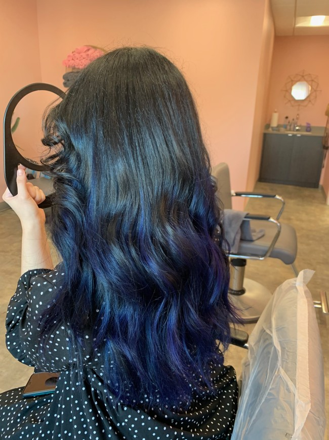 Hairstyle that showcases vibrant color, foilyage and waves