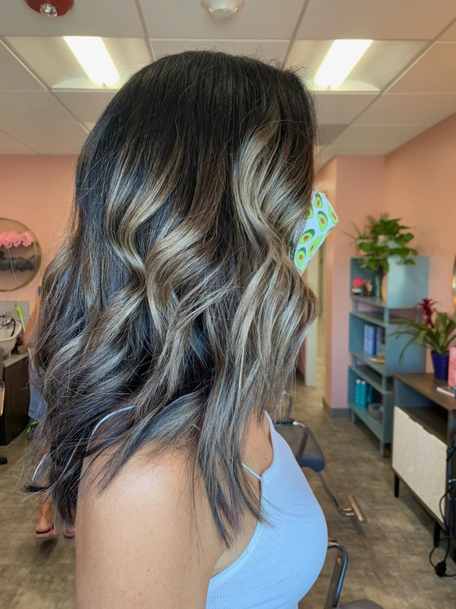 Hairstyle that showcases high contrast color that blends dramatically from dark to light and foilyage
