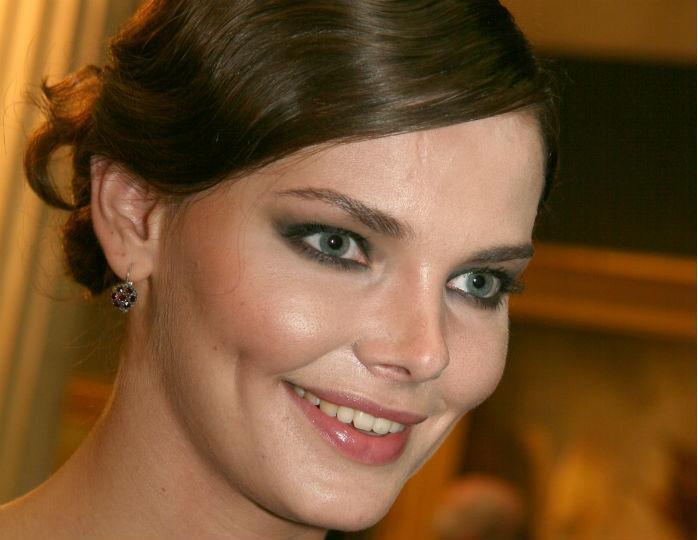 «Невероятная красавица!»: Боярская поделилась нежным домашним селфи без макияжа