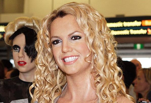 Брат певицы Бритни Спирс считает, что ей рано лишаться опеки отца