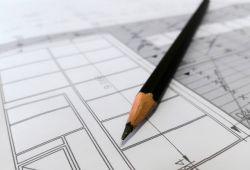Temel Sanat Çizim Kursu, iç mimarlık, endüstri tasarımı ve güzel sanatlar bölümlerinde okuyan üniversite öğrencilerinin derslerinde ve yetenek sınavlarında başarılı olması için hazırlanmış eğitim programıdır. Bakırköy Doku Sanat Atölyesi'nin tecrübeli eğitmenleri tarafından verilecek, profesyonel eğitim programıdır. Teorik bilgi ve pratik uygulamaların yapılacağı derslerde temel sanat çiziminin nasıl hazırlandığını öğrenecek, çizimlere hakim olacaksınız.  Eğitim süresince çizgi, form ve geometrik şekilleri anlamak, perspektif çeşitleri, konumlandırma, dış ve iç çizimler, gölge çizimleri gibi temel çizime dair detaylı bilgiler içermektedir. Kursumuz her sene yüzlerce öğrencinin yetenek sınavlarında başarılı olmasını sağlayan resim kursu Bakırköy Sanat Atölyesi tarafı bünyesinde verilecektir.