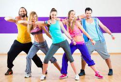 Zumba Dans Kursu, dans fitness olarak bilinen sağlıklı ve eğlenceli dans çeşididir. Yaş ve seviye farketmeksizin tüm dans severlerin katılabileceği zumba dans kursu, Beşiktaş İstanbul Dance life'ın merkezi ve ferah stüdyolarında profesyonel eğitmenler rehberliğinde gerçekleşecektir.  Zumba Dansı sayesinde; yorucu iş hayatı, günlük hayatın bitmek bilmeyen koşuşturmaları, kalabalık, trafik, stres gibi sorunlarınızın hepsine çözüm bulduğumuzu iddia ediyoruz. Hayatınızın akışını değiştireceğimiz, her adımda ruhunuzu keşfedecek her figürde gündelik yaşamın stresini üzerinizden atacağınız, hayata çok daha güzel bir pencereden bakacağınız bir dans programı hazırladık. Herkesin bir ritm duygusu var. Yepyeni bir dünyanın kapılarını ardına kadar açın. Hem eğlenecek hem spor yapacak hem de yeni arkadaşlıklar kuracaksınız. Hayatla barışık, stresten arınmış, bambaşka insanlar olacaksınız.