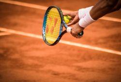 Başlangıç Tenis Kursu, başlangıç seviyesinde olan bireyler ve çocuklar için hazırlanmış tenis eğitim programıdır. 1 Aylık periyotlar ile devam eden tenis dersi boyunca, başlangıç seviyesinden ileri seviyeye kadar kapsamlı eğitim verilecektir. Tenis derslerinde profesyonel tenis hocası, katılımcılara birebir rehberlik edecektir.  Tenis eğitmeni İrem Günkan, Türkiye Tenis Federasyonu 1. Kademe Tenis Antrenörlüğü Sertifikasine sahip, profesyonel tenis oyuncusu ve eğitmenidir. 2001 yılından beri aktif şekilde tenis oynamakta ve eğitim vermektedir.  Genellikle Tarabya, İstinye, Sarıyer bölgesinde verilen tenis derslerinin dışında, istenildiği taktirde özel tenis kortlarında da ders verebilmektedir.  Yabancı tenis severlere özel İngilizce Tenis Dersi verilmektedir.