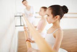 Bale kursu, fiziksel gelişime zemin hazırlayan, bireyin duruşunu düzelten, vücut koordinasyonunu geliştiren, disiplini geliştiren, kas ve kemik yapısını güçlendiren, dengeyi geliştiren, sosyal bir dans eğitim programıdır. MEB onaylı Nefes Sanat bünyesindeki tecrübeli eğitmenler rehberliğinde gerçekleşecektir.  Çocuklar için 4 yaşından itibaren, yetişkinler için ise her yaşta katılabildikleri eğitim programıdır. Bale dersi, 1 aylık periyotlar ile devam edecektir. Hazırlık sınıfı (4-6 yaş), Akademik Bale (7-8 yaş) ve Yetişkin Bale olmak üzere öğrencilerin seviyesine göre ayrılmıştır.  Bale Dersleri içerisinde grup derslerinin yanında özel ders ve konservatuvara hazırlık dersleri de verilmektedir.