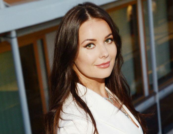 Оксана Федорова в джинсах скинни и эспадрильях Chanel предстала на отдыхе в Сочи