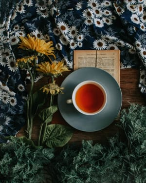 Savor the Tea and Enjoy the Pleasant Aroma in the City on a Springtime Day