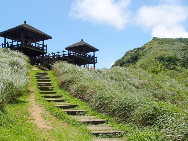 This full day excursion we'll hike along the historic Caoling Trail.