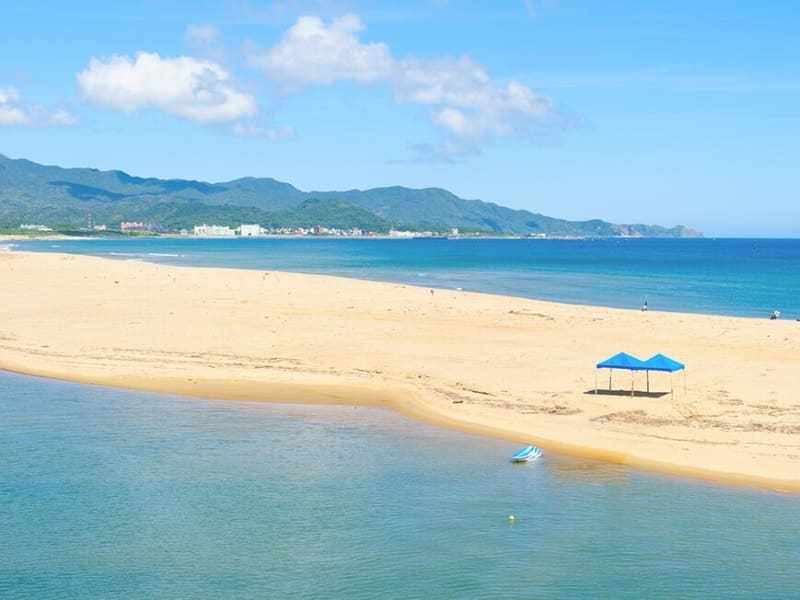 Celebrate your hike with a trip to Fulong Beach or Keelung Harbor.