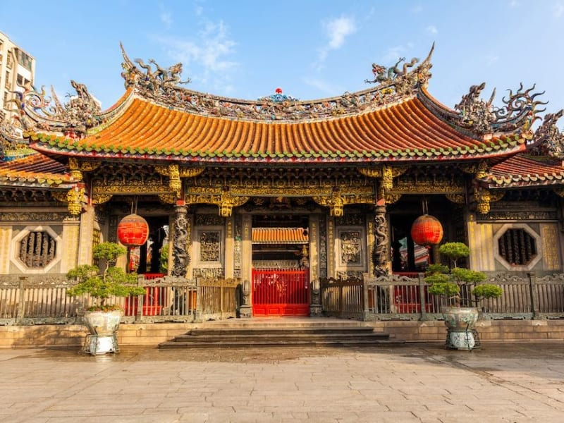 人気のパワースポットであり、台北最古の仏教寺院―龍山寺(ロォンシャンスゥ)を参観