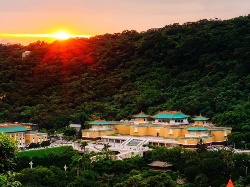 5000年の歴史を誇る中華文物を収蔵する故宮博物院を参観