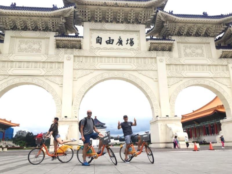 台北の交通手段を体験(中正紀念堂、自由広場)