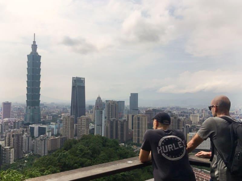 台北のランドマーク『101』を見下ろす象山から、台北市内を一望