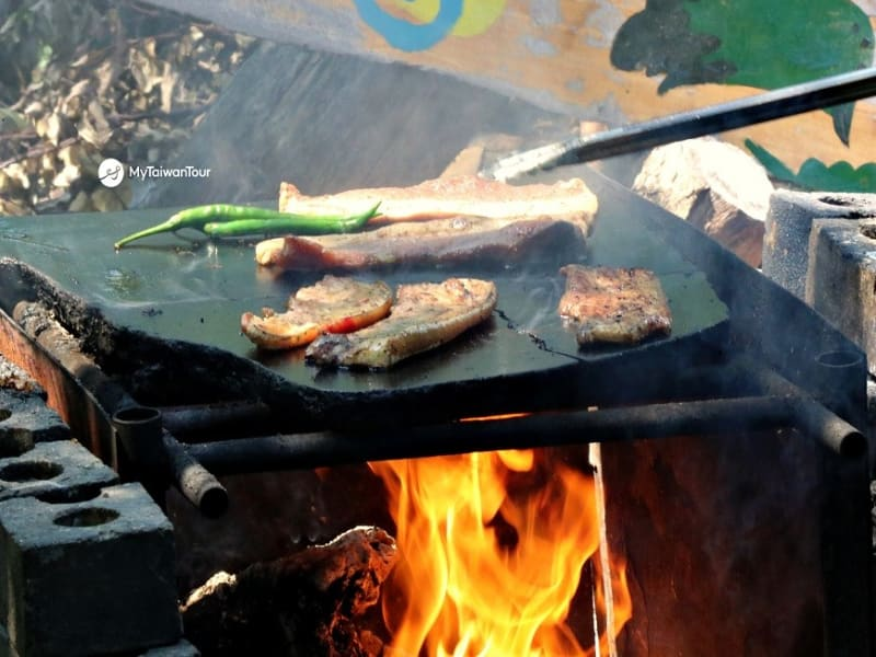 原住民風料理を賞味