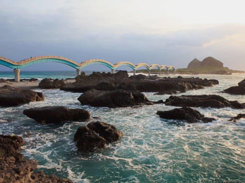 Ride pass through beautiful Sanxiantai bridge | Photo Courtesy of NCNSA