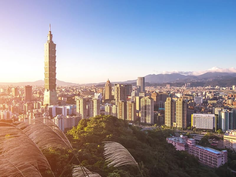 Visit the iconic Taipei 101