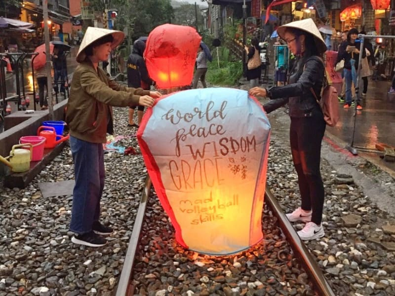 Day3: Create and release sky lanterns at Shifen