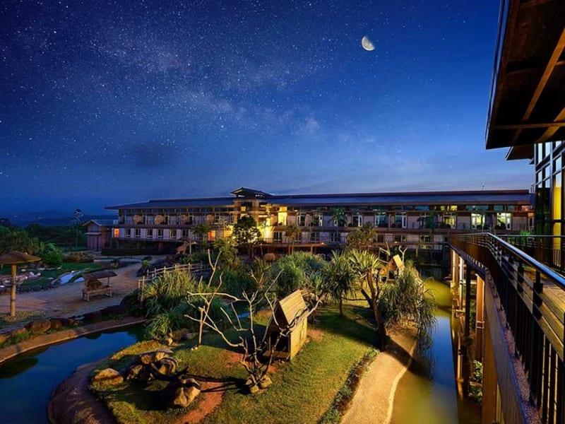Night time in Leofoo Resort Guanshi