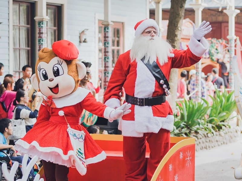 Leofoo village Christmas parade