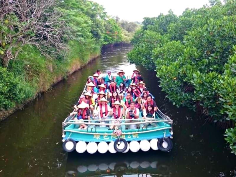 """Enjoy a calm raft ride through Taiwan's """"Mini-Amazon Rainforest,"""" the Sicao Mangrove Green Tunnel"""