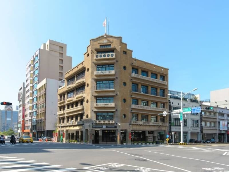 Visit the iconic Hayashi Department store with your professional guide
