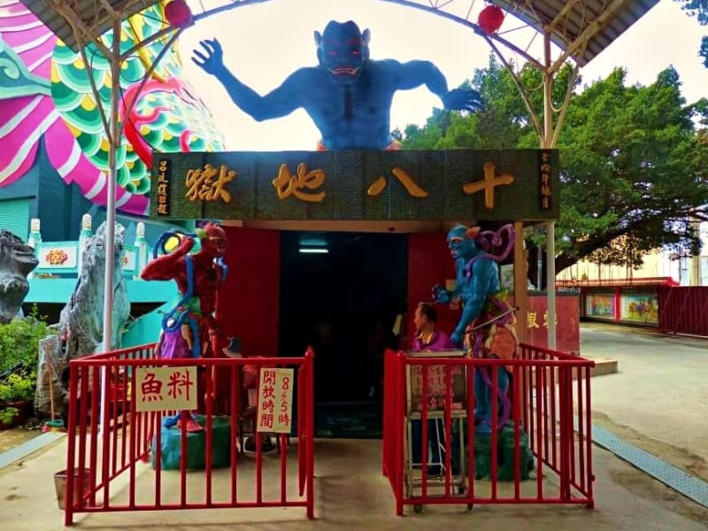 Take an interactive journey through the Taoist 18 levels of hell with animatronics and lively displays.