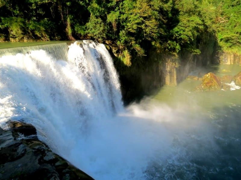 Visit the spectacular Shifen Waterfall