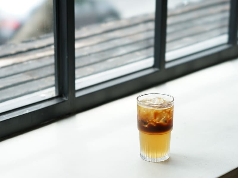 Try unique twists on coffee, that combine local Taiwanese ingredients like pineapple, aiyu jelly, wintermelon tea, and osmanthus