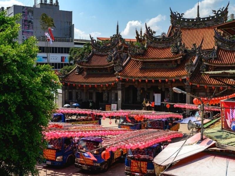 清水祖師廟の精巧で華やかな彫刻と台湾の宗教上の儀式をその目で確かめましょう