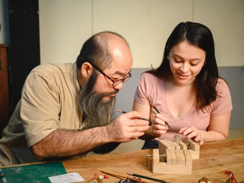 現地の職人から中華文化の彫刻技術を学びましょう
