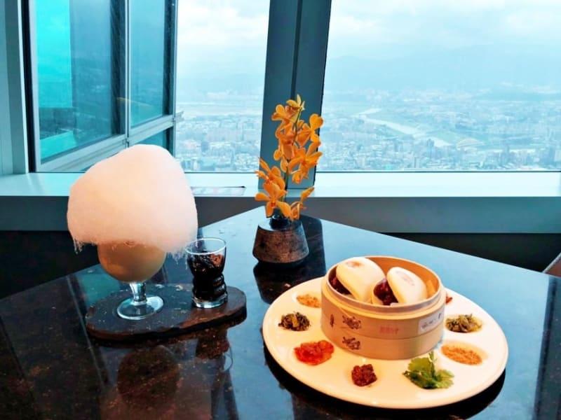88階にある「BAR 88」で絶景を眺めながら名物の「クラウドコーヒー」をお楽しみ