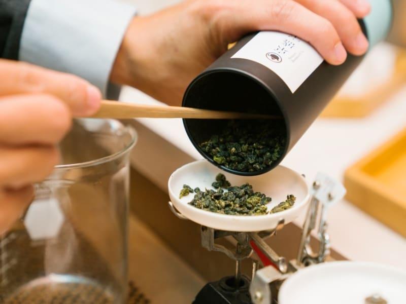 京盛宇コンセプトショップへ訪問し、お茶セットを試します