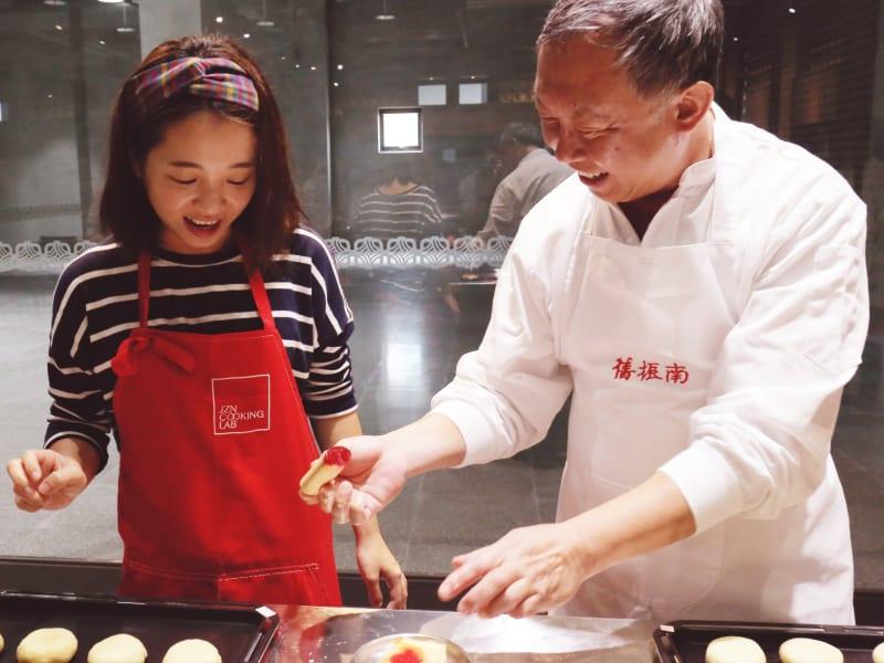 Make traditional Chinese cookies at Jiu Zhen Nan
