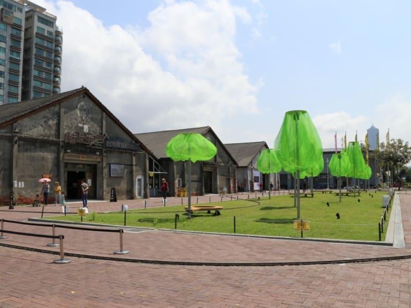 旧倉庫街をイノベーションした「駁二芸術特区