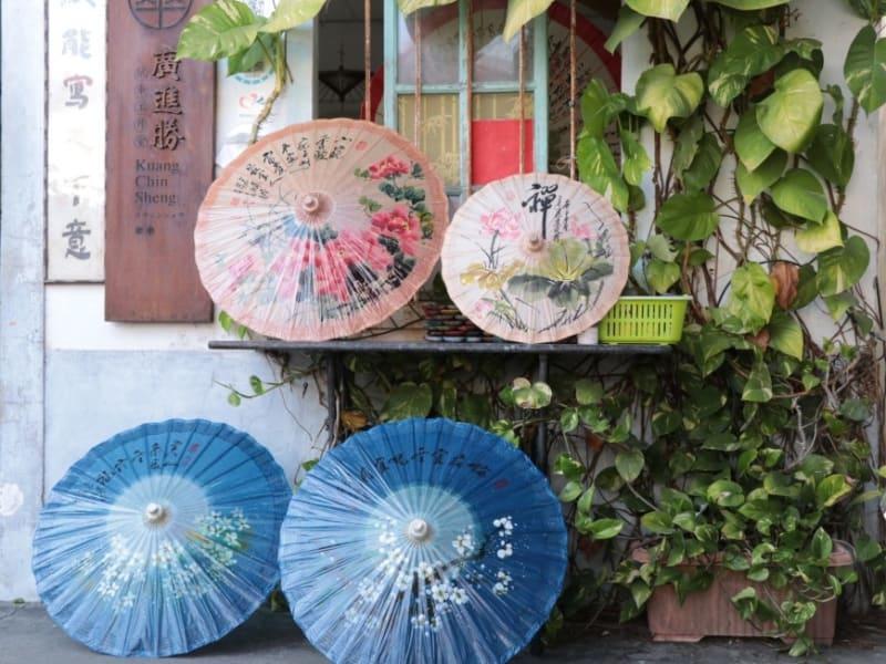 美しい傘から客家文化の伝統工芸の神髄に触れてみましょう。