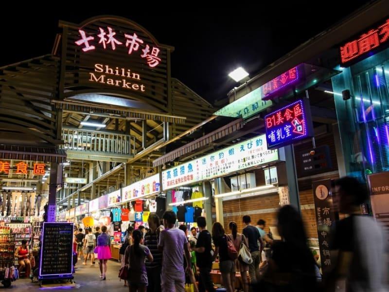 士林夜市(台北最大の夜市)にて解散・自由散策