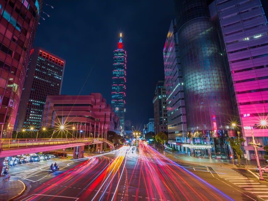 Enjoy the City Night View of Taipei