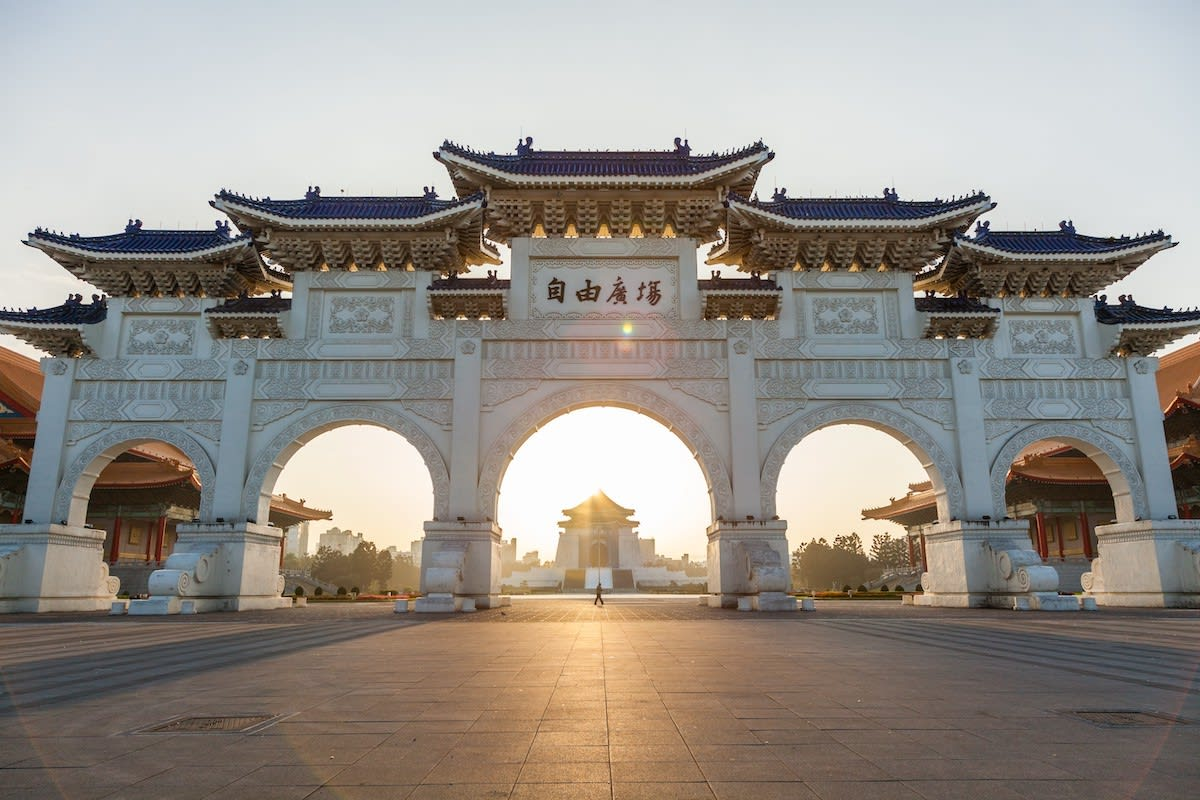 Learn about the history of Chiang Kai Shek Memorial Hall from your knowledgeable tour guide