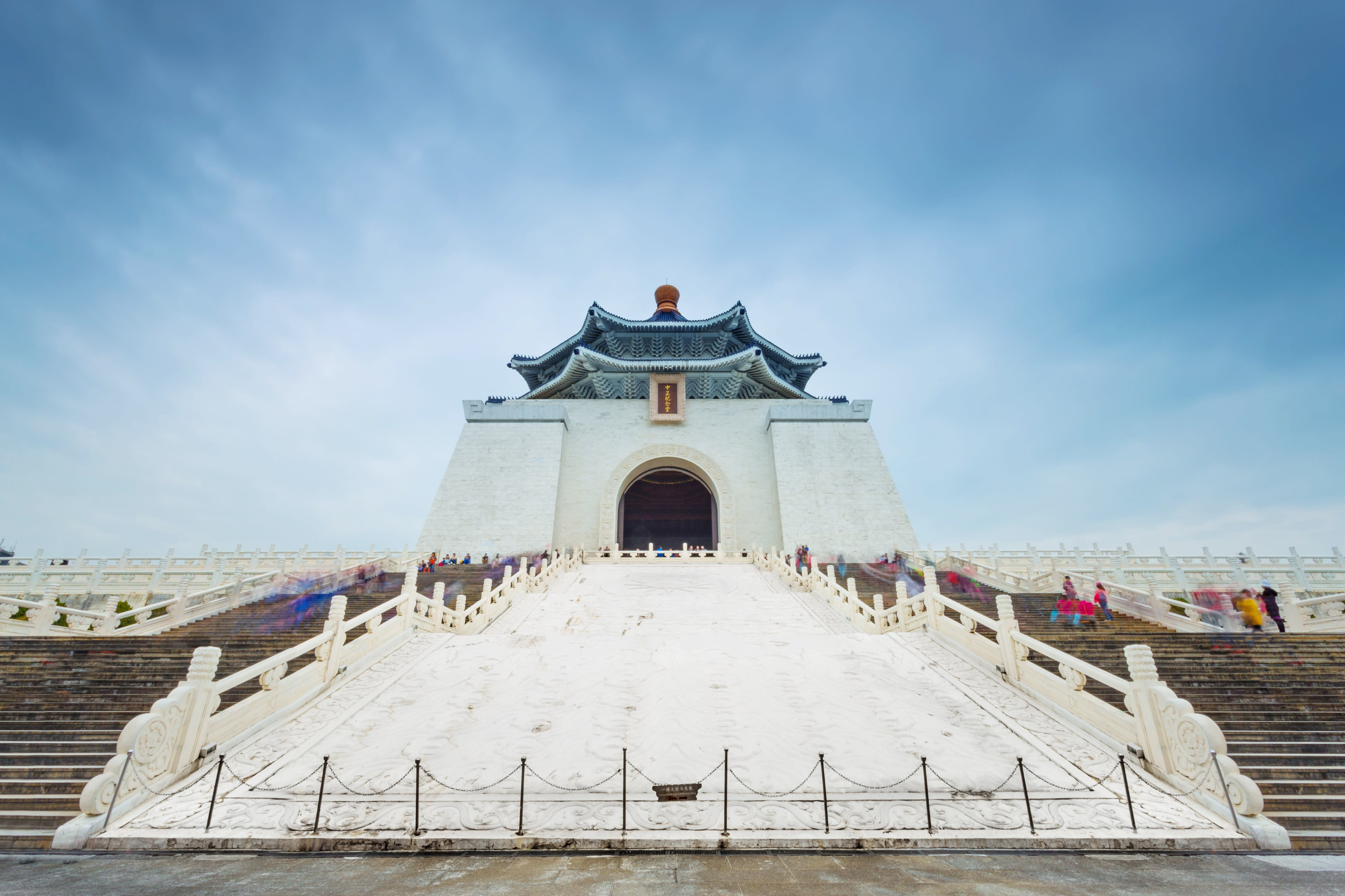 Let our guide teach you about Taiwan's history at monuments like Chiang Kai Shek Memorial Hall