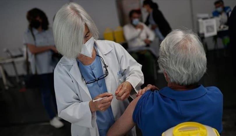 Dünya əhalisinə vurulan vaksinlərin sayı açıqlandı