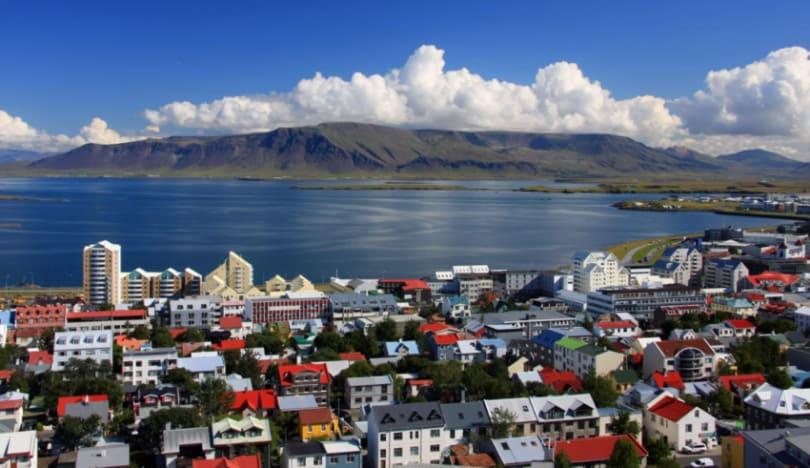 İslandiya Avropada ilk olaraq COVID-19 məhdudiyyətlərini ləğv edir