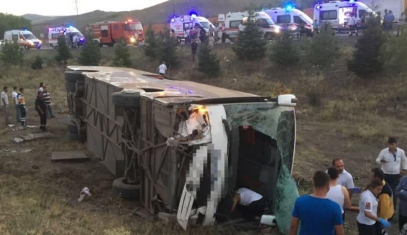 Türkiyədə sərnişin avtobusu aşıb, 30 nəfər yaralanıb
