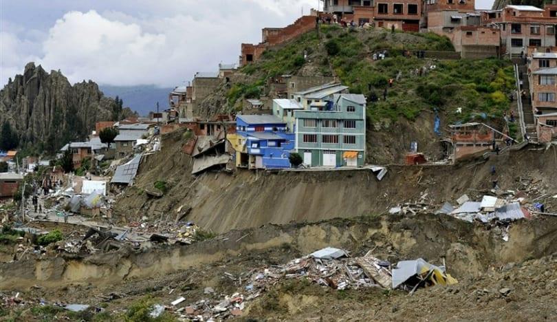 Hindistanda torpaq sürüşməsi zamanı 13 nəfər ölüb