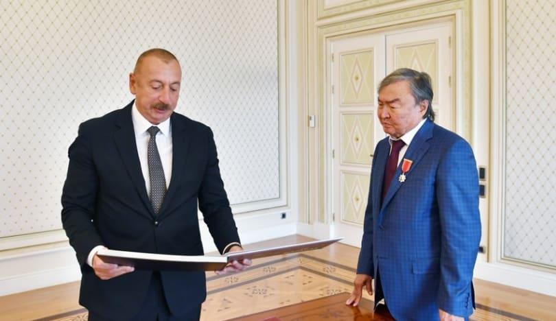 Prezident İlham Əliyev görkəmli qazax şairi və ictimai xadim Oljas Süleymenovu qəbul edib