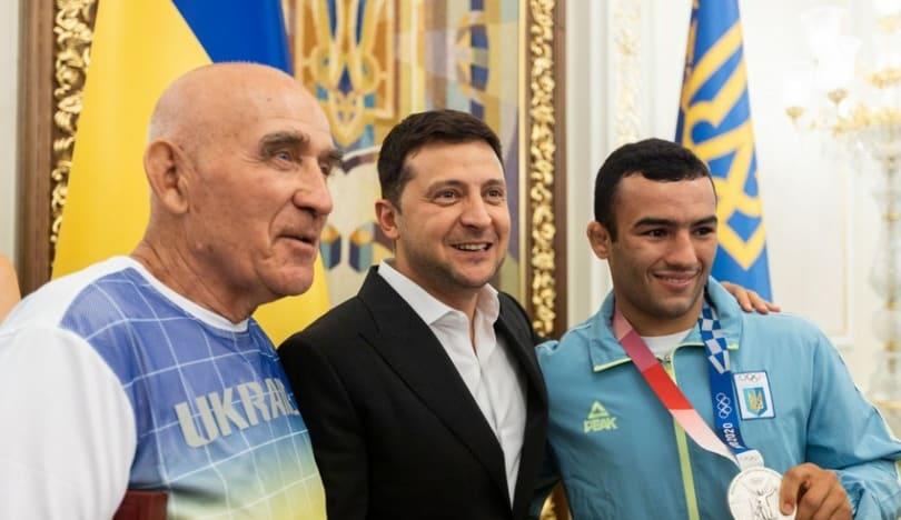 Ukrayna prezidenti azərbaycanlı güləşçini mükafatlandırıb